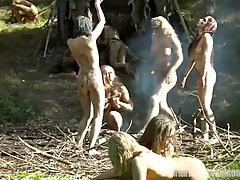 Лесбиянки прямо на природе устроили для блондинки в униформе...