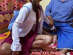 Индийская студентка со своим другом снимают свое домашнее порно в классической позе