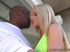 Распутная блондинка ифом с большой молочники Рашель Ричи нуж...