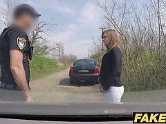 Нарушительницу дорожного движения оштрафовали взяли плату на...