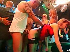 Вечеринка в ночном клубе закончилась оргиями