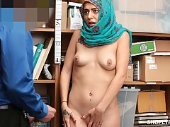 Nude babe with a head scarf is about to get fucked instead o...