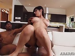 Big ass babe is having a threesome with two black guys, in h...