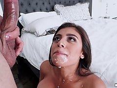 Весёлая латиноамериканка любит страстный секс...