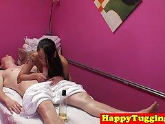 Тайская массажистка отсосала у молодого туриста