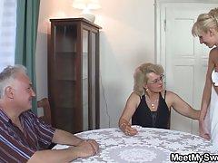 Жена подарила деду молодую шлюху...