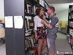 Девушка которая очень любит сосать решила поебатся в библиот...