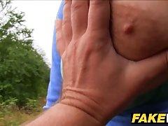 Сисястая подруга согласилась на секс в лесу