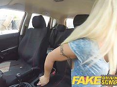 Сисястая ученица во время вождения захотела ебаться...
