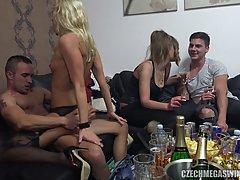 Чешские свингеры устроили жаркую вечеринку