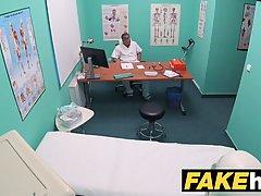 Похотливый доктор трахнул грудастую пациентку