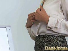 Сексуальная мулаточка трахается с коллегой в офисе