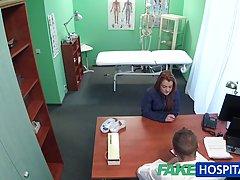Доктор трахнул молодую клиентку у себя в кабинете...